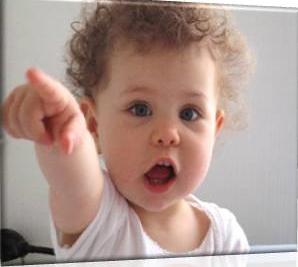 bebe pointage apprentissage parole designe du doigt